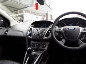 Ford Focus sedan 1.6 Trend - Image 14