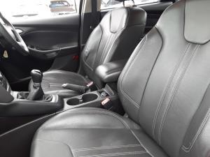 Ford Focus sedan 1.6 Trend - Image 17