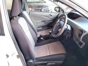 Toyota Etios sedan 1.5 Xs - Image 7