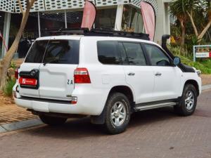 Toyota Land Cruiser 200 4.5D-4D V8 GX - Image 7