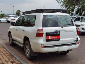 Toyota Land Cruiser 200 4.5D-4D V8 GX - Image 8