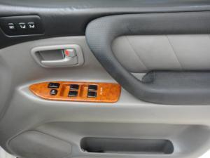 Toyota Land Cruiser 100 V8 automatic - Image 7