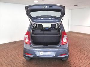 Hyundai i10 1.1 GLS - Image 5