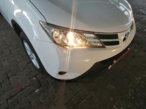 Toyota RAV4 2.0 GX - Image 11