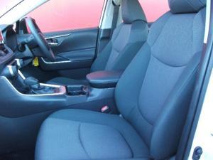 Toyota RAV4 2.0 GX auto - Image 8