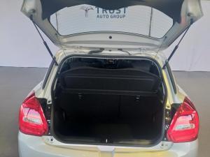 Suzuki Swift 1.2 GLX AMT - Image 10