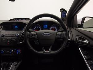 Ford Focus 2.0 Ecoboost ST1 - Image 11