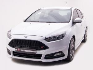 Ford Focus 2.0 Ecoboost ST1 - Image 2