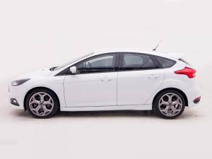 Ford Focus 2.0 Ecoboost ST1 - Image 5