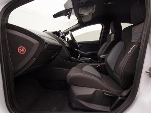 Ford Focus 2.0 Ecoboost ST1 - Image 7