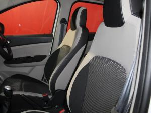 Renault Triber 1.0 Prestige - Image 4