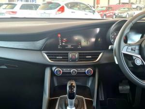 Alfa Romeo Giulia 2.0T Super - Image 13