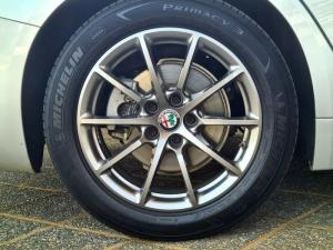 Alfa Romeo Giulia 2.0T Super - Image 18