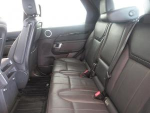 Land Rover Discovery 3.0 TD6 SE - Image 9