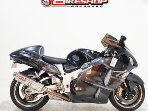 Suzuki GSX 1300R - Image 1