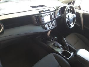 Toyota RAV4 2.0 GX auto - Image 14
