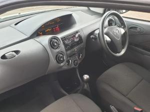 Toyota Etios hatch 1.5 Xs - Image 11