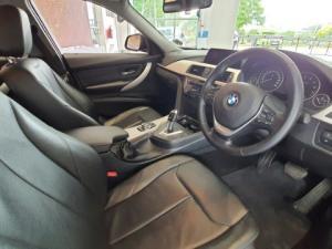 BMW 320i automatic - Image 9
