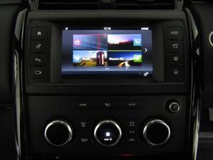 Land Rover Discovery 3.0 Si6 SE - Image 13
