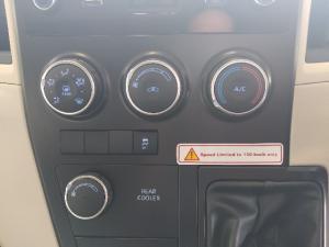 Toyota Quantum 2.8 SLWB bus 14-seater GL - Image 17