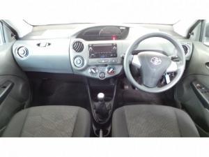 Toyota Etios sedan 1.5 Xs - Image 8