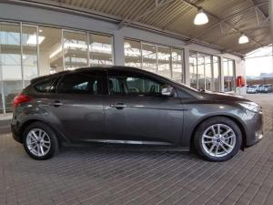 Ford Focus 1.5 Ecoboost Trend automatic 5-Door - Image 9