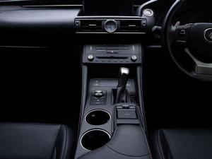 Lexus RC 200T EX/300 EX - Image 11