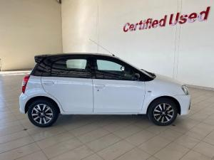 Toyota Etios hatch 1.5 Sport - Image 5