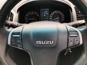 Isuzu KB 300D-Teq double cab Serengeti auto - Image 10