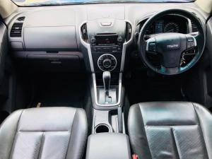 Isuzu KB 300D-Teq double cab Serengeti auto - Image 9