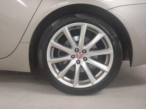 Jaguar XJ i4 Luxury - Image 3