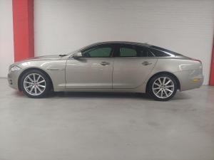 Jaguar XJ i4 Luxury - Image 4
