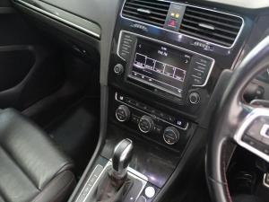 Volkswagen Golf VII GTi 2.0 TSI DSG Performance - Image 13