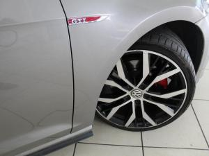 Volkswagen Golf VII GTi 2.0 TSI DSG Performance - Image 9
