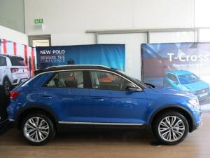 Volkswagen T-ROC 2.0 TSI Design 4MOT DSG - Image 2