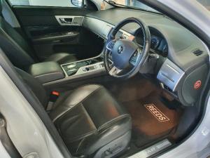 Jaguar XF 2.2D Premium Luxury - Image 16