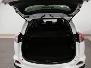 Toyota RAV4 2.2D-4D AWD GX - Image 8