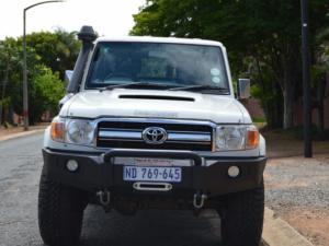 Toyota Landcruiser 76 4.5D V8 S/W - Image 2