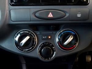 Toyota Etios sedan 1.5 Xs - Image 17
