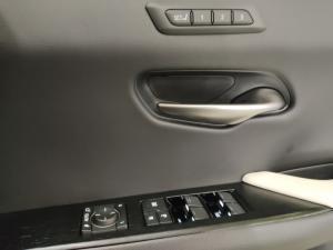 Lexus UX 200 F-Sport - Image 21