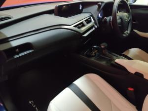 Lexus UX 200 F-Sport - Image 7