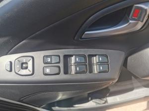 Hyundai ix35 2.0CRDi 4WD Elite - Image 4