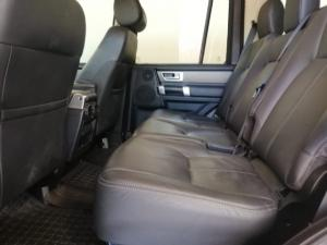 Land Rover Discovery SCV6 HSE - Image 11