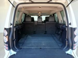 Land Rover Discovery SCV6 HSE - Image 13
