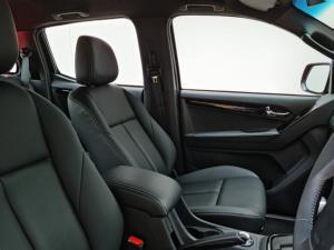 Isuzu D-Max 300 3.0TD double cab 4x4 LX auto - Image 6