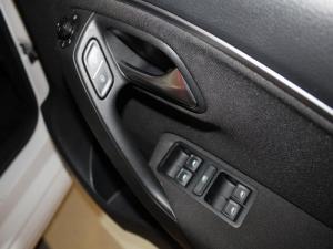 Volkswagen Polo GP 1.0 TSI R-LINE DSG - Image 8
