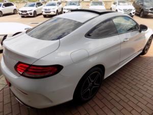Mercedes-Benz C300 Coupe automatic - Image 2