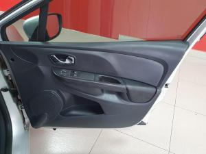 Renault Clio IV 900 T Expression 5-Door - Image 15