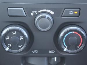 Isuzu D-Max 250 Extended cab Hi-Ride auto - Image 13