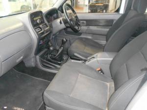 Nissan NP300 Hardbody 2.5TDi double cab 4x4 - Image 7